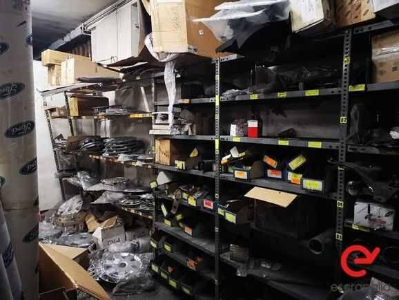 Ford Piezas usadas varias (Más de 900 piezas) repair kit for