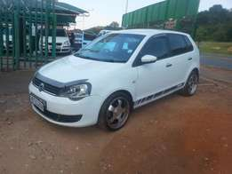 Excellent condition 2015 White VW Polo vivo 1.4 with mags
