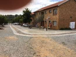 Lyndhurst Apartment -2bedrooms;1bathroom for 1 May - Rivergate complex