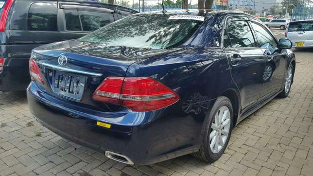 Crown royal saloon 3000cc fully loaded for sale Hurlingham - image 3