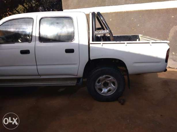 Toyota Hilux &Nissan hard body, 2000 and 2003 models. Kampala - image 4