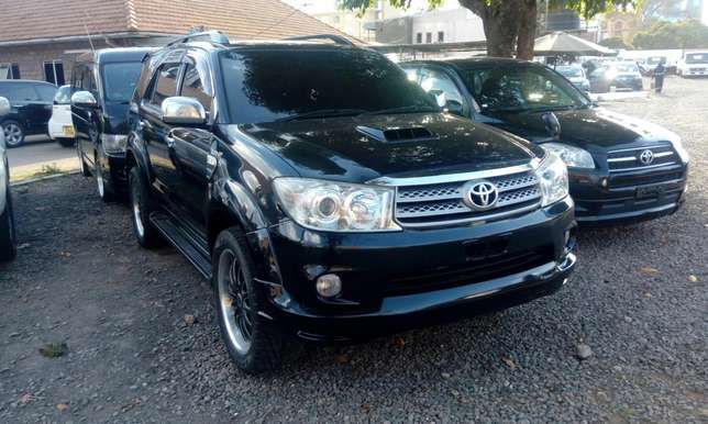 Toyota fortuner 2009 model 3000cc auto diesel engine Hurlingham - image 2