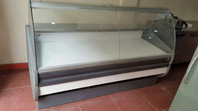 Meat chiller/meat display,dgd Italy,6ft,curved glass,digital control, City Centre - image 3