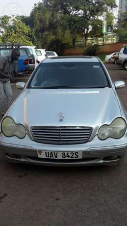 Benz C240 UAV/S on quick sale very clean Kampala - image 2