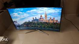A 48inches UHD curve Samsung TV, very clean and strong.