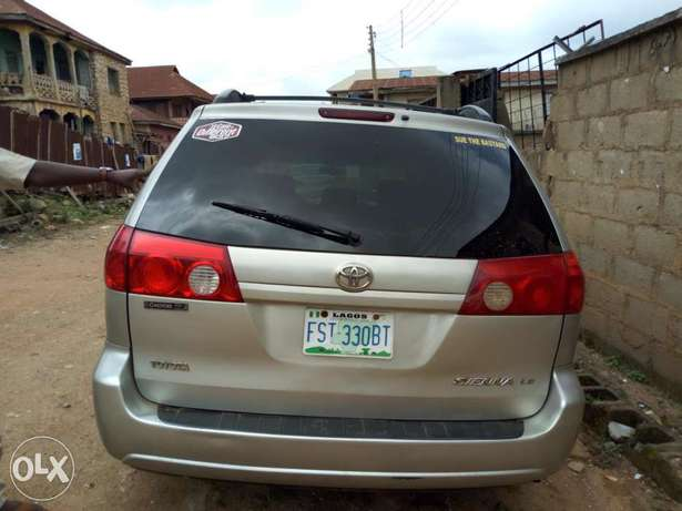A very clean 2006 Toyota Sienna XLE Osogbo - image 8