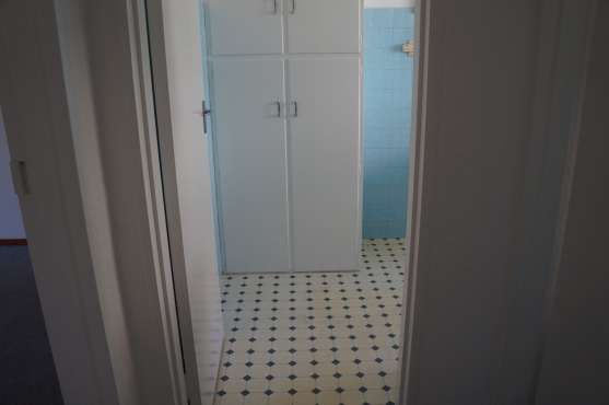 Large 2 Bedroom Apartment Kenilworth - image 5