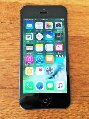 iPhone 5 ( 16gb + accessories ) Kampala - image 1