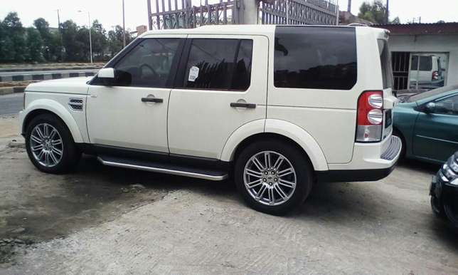 2011 Landrover LR4 Up For Grabs!!! Lagos Mainland - image 4