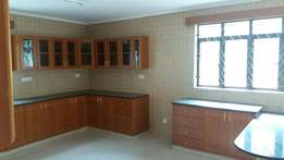 5 bedroom town house for rent in Lavington.