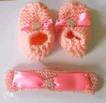 knitted accessorised booties and headband set