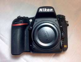 Nikon D750 body with box and accessories (< 1000 Shutter Count)