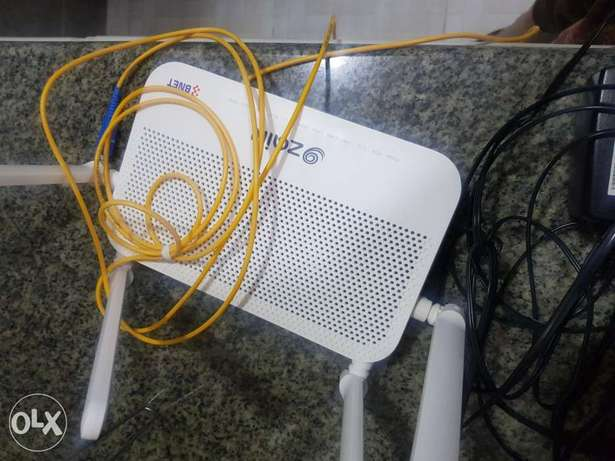 Zain wifi router and phone
