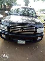 Extra clean 2004 model infiniti QX56.