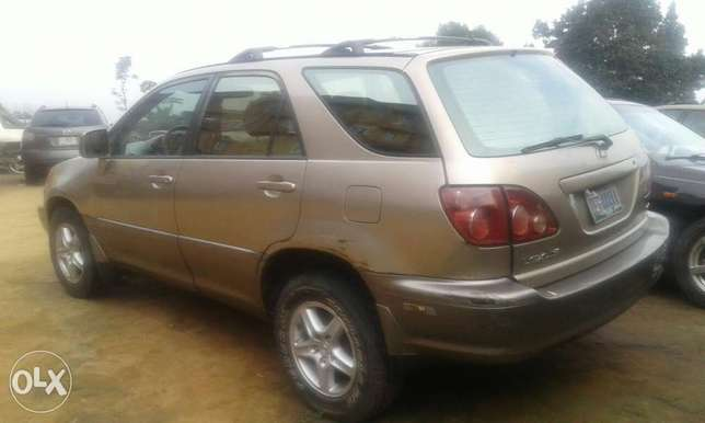 Neatly used lexus rx 300 for sale Port Harcourt - image 3