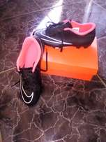 im selling my soccer boots they are still fresh