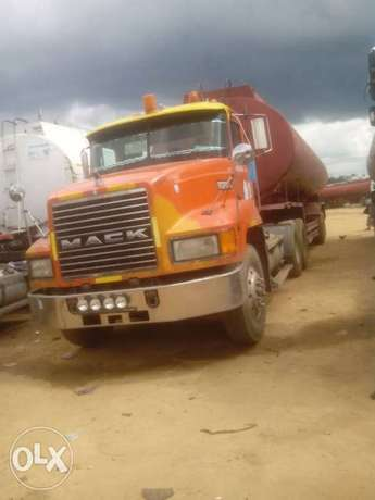 Mack Tanker 45000Litres Capacity. Working good Abuja - image 3
