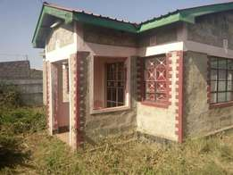 2bedroom house, in thika near kivulini for sell