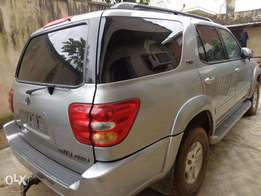 Very clean and sharp 2004 Toyota Sequoia. Tokunbo from America