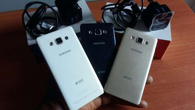 Neat Samsung Galaxy A5 Dual Sim with Charger Lagos Island West - image 2