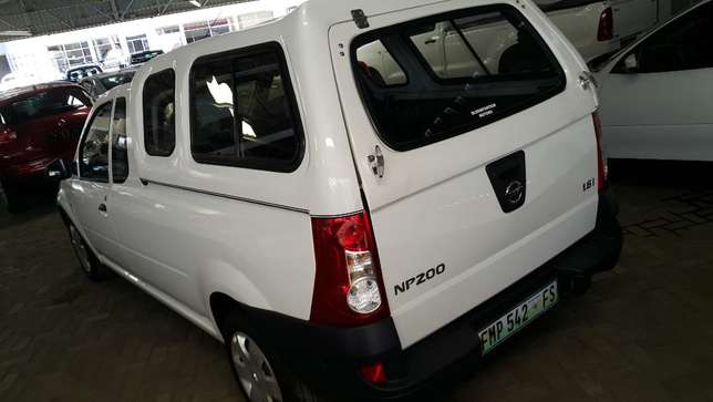 **2014 Nissan NP200 1.6 A/C Canopy** Only 78500km* Bloemfontein - image 2