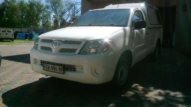 2009 Toyota Hilux 2.5 D4D with canopy Johannesburg - image 1