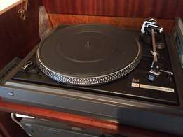 NAD stereo system with belt drive turntable