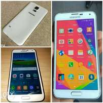Samsung S5 32 GB internal storage (In mint condition )