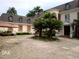 Luxury Mansion on 2500 Sqm for Sale in V I Lagos