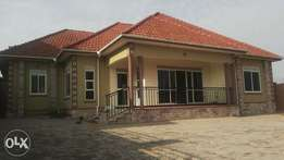 Gogeous 4bedrooms &3toilets house on sale in Kira at 380m