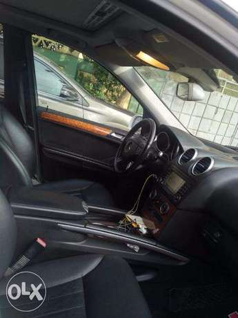 We Have For Sale A Clean Mercedes Benz ML350 Tokunbo 2007. Ikeja - image 3