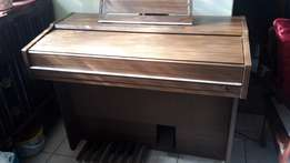 Music Organ to sell.