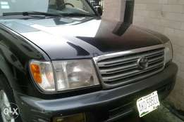 Toyota Land cruiser metallic black