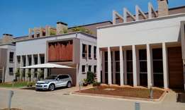 Wonderful 5 bedroom Townhouse all ensuite with Dsq .
