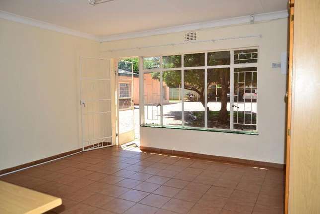 Bachelor's to rent 1.5km from University for students Potchefstroom - image 2