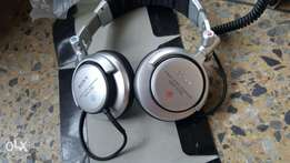 Brand New Sony MDR-2700DJ earphone for quick sale!