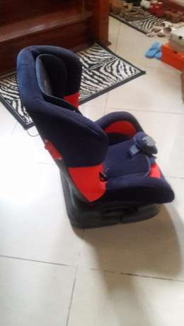 Car seat for 5 month to 5 years old child Lavington - image 3
