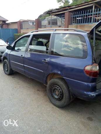 Ford for sale 3 sitters Abeokuta South - image 4