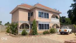 An Excellent storeyed house for sale in Gayaza on half acre at 1bn UGX