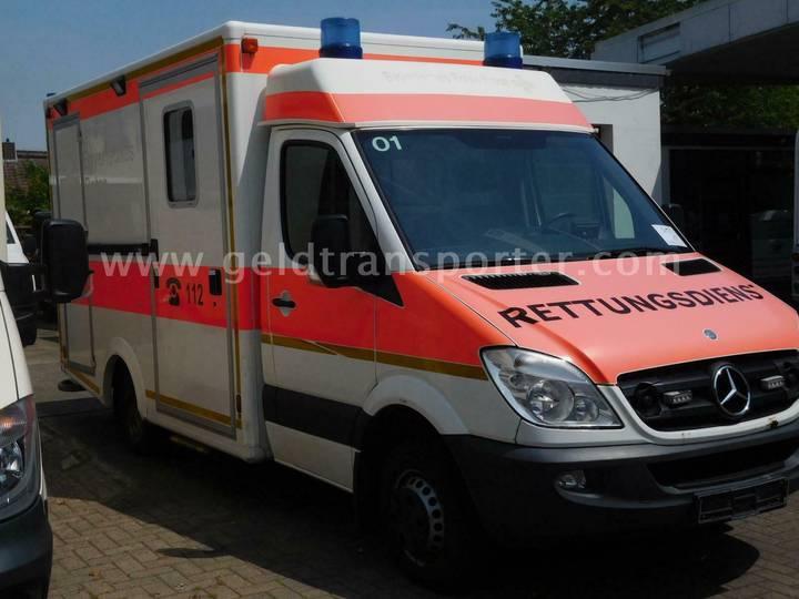 Mercedes-Benz 516 Sprinter RTW komplett mit Stryker Trage TÜ n - 2012