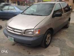 Registered Toyota Sienna LE - 2000