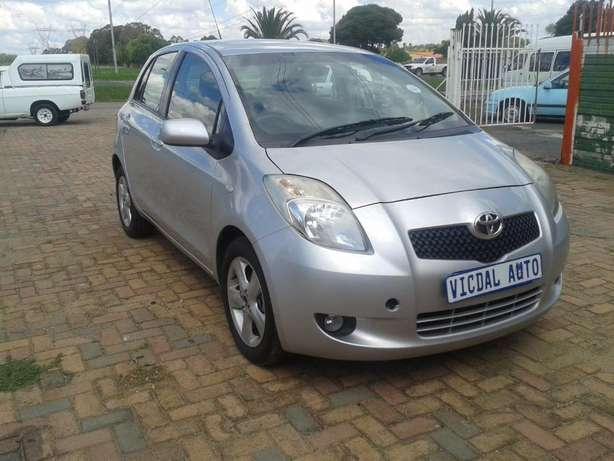 2008 Toyota Yaris T3 Automatic For Sale R70000 Is Available Benoni - image 3