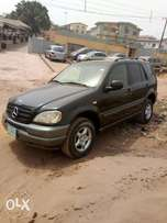A clean and neatly used 2000 Mercedes-Benz, Leather, ac chilling, cd.