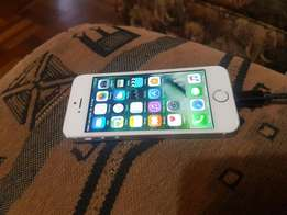 Apple iphone 5s 16gb white and silwer for sale