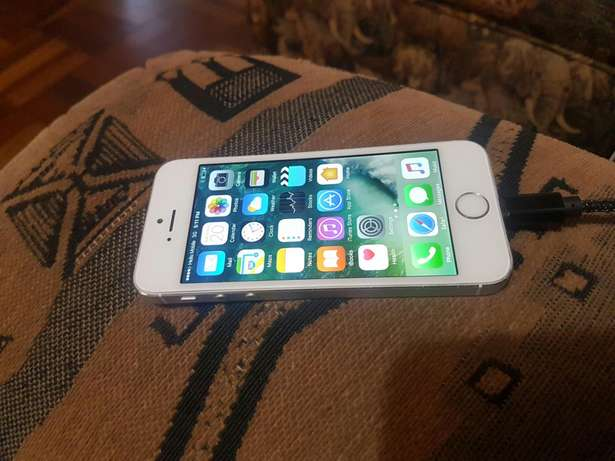 Apple iphone 5s 16gb white and silwer for sale Port Elizabeth - image 1