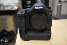 Canon 7D with free battery pack and 1 lens free