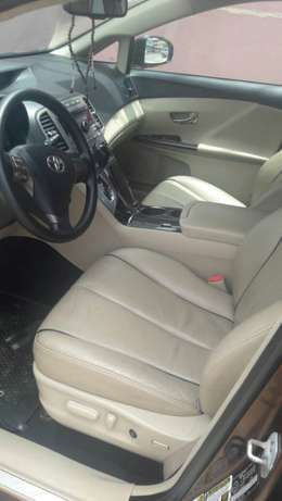 view super clean Toyota VENZA 2010 first body with good condition Alimosho - image 3