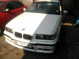 Very clean bmw dolphine 318is for R28000