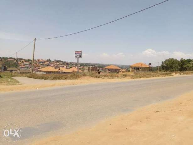 Commercial land of one and half acres on quick sale in town Wakiso - image 1