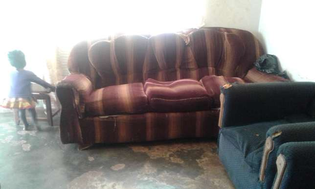 Sofaset: Six seater Second hand for sale at 250,000 Kampala - image 2